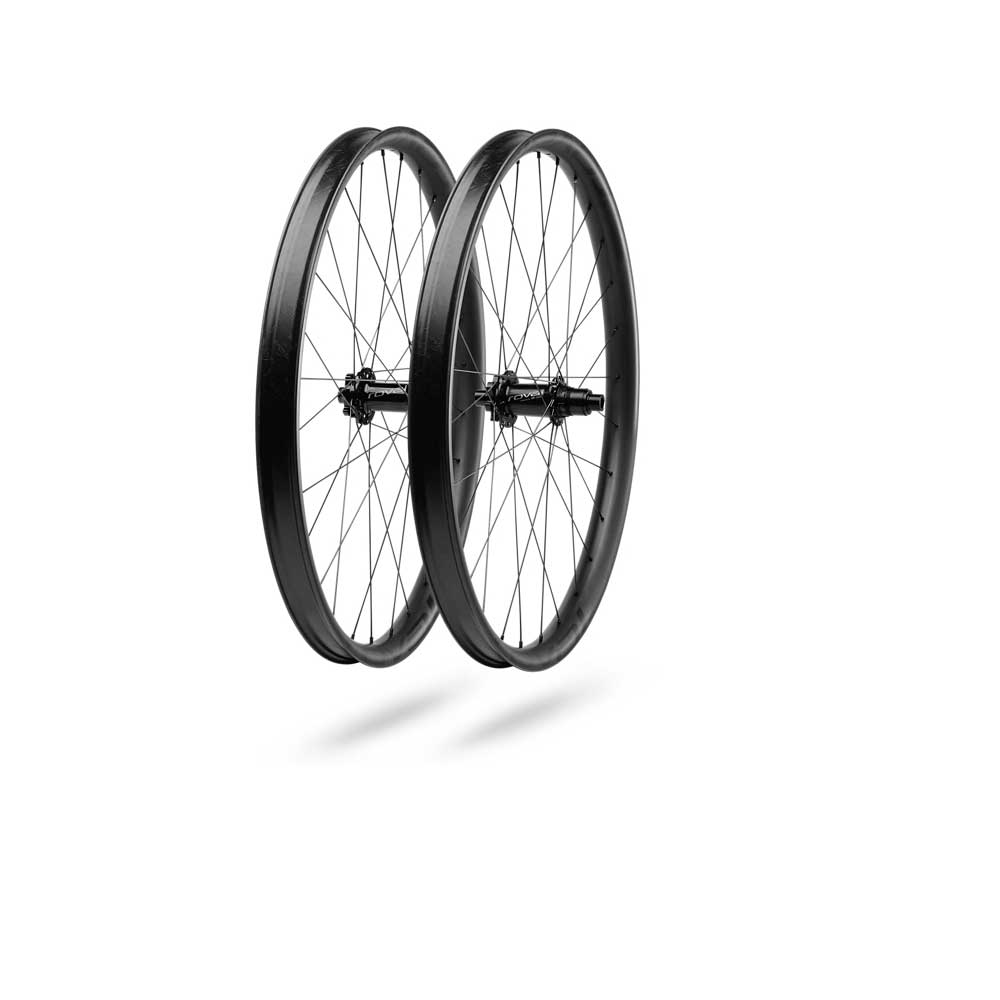 Specialized Traverse 28 SL 27.5 148 Wheelset in Carbon and Black